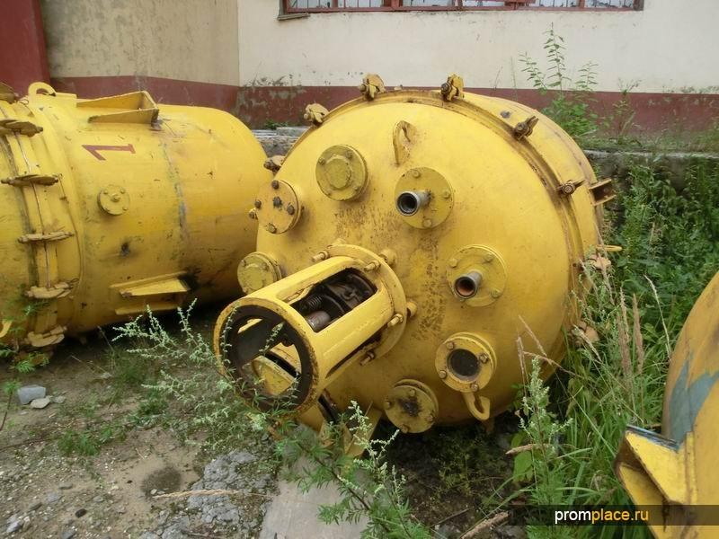 Продам Реактор эмалированный, объем 2,5 куб.м.,