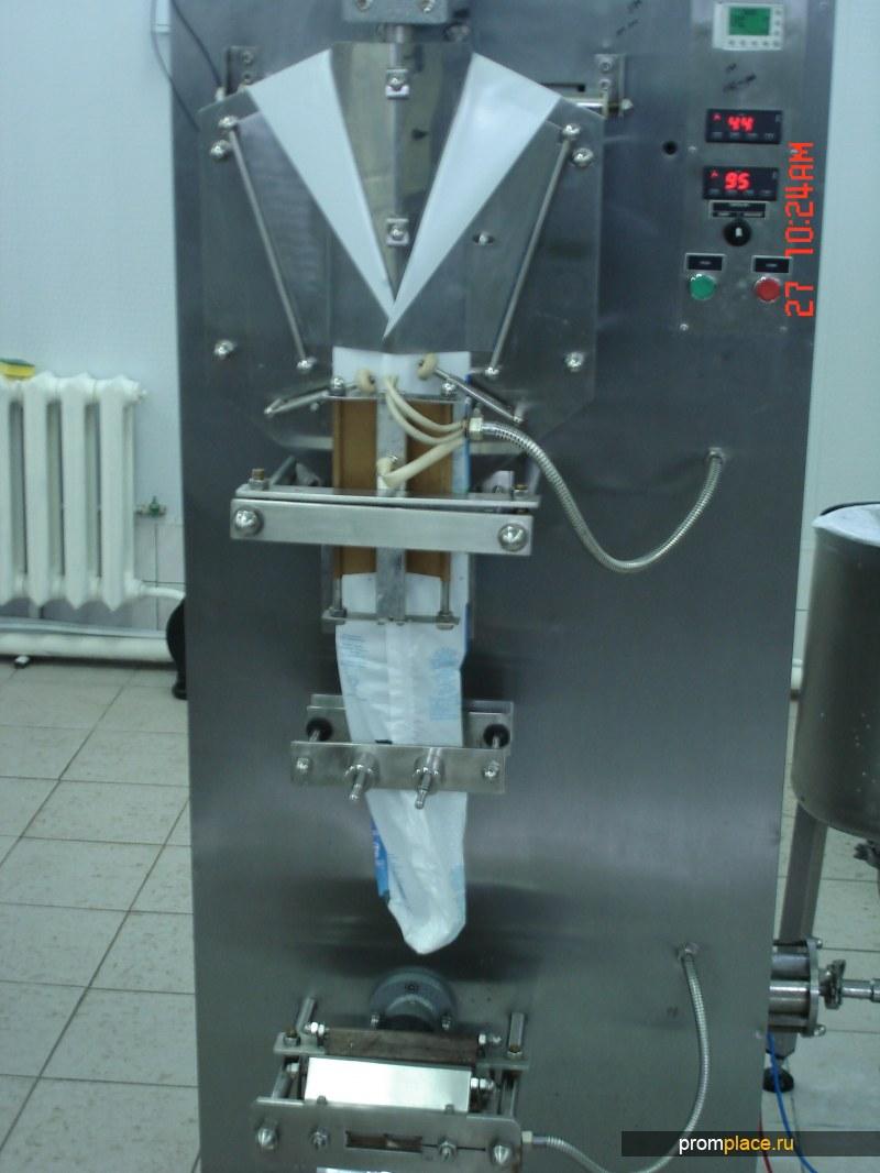 Автомат по розливу молока в полиэтиленовые пакеты
