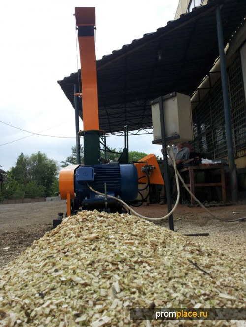 Рубильные машины, для измельчения бревен и отходов древесины.