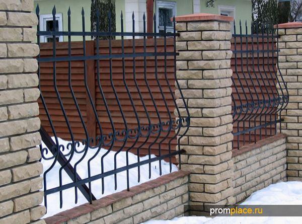 Ленточный фундамент под забор со столбами