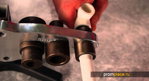 Процесс соединения труб