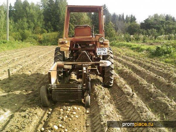 Трактор на полевых работах