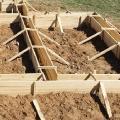 Сложный этап при строительстве фундамента – опалубка